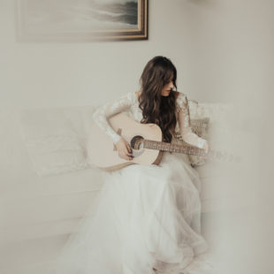bride playing guitar, boho elopement bride, boho elopement